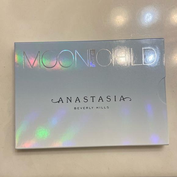 NEW Anastasia Moonchild highlighter palette